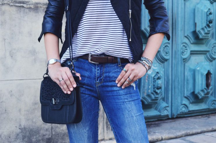 Look do dia couro listras jeans detonado Larissa Barbosa 03