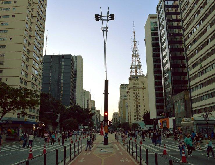 Avenue Paulista 28-08 Laribarbosacom 01